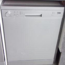 Lave-vaisselle 12 couverts BEKO