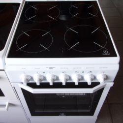 Cuisinière électrique 4 Feux Radiants INDESIT
